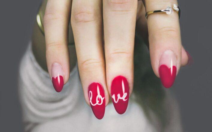 Czerwone paznokcie – zawsze modna klasyka
