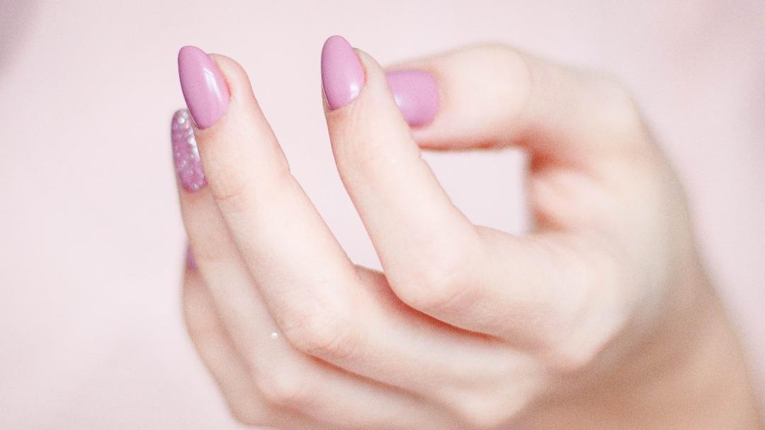 Najmodniejsze kolory paznokci w sezonie wiosna-lato 2021