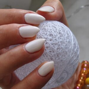 Manicure hybrydowy – co robić, by cieszyć się nim jak najdłużej?