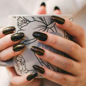 Dlaczego warto zrobić manicure hybrydowy w domu?